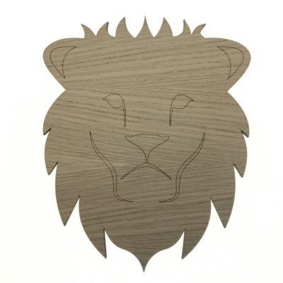 Unik løve væg lampe til børn, fronten er lavet af 6 mm egetræsfiner med detailjer strejtegnet direkte i