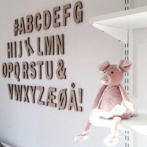 Yndig og elegant træ bogstaver til væg