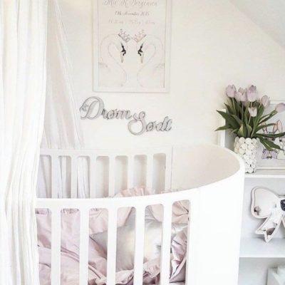 Drøm sødt på væg ved seng i sølv