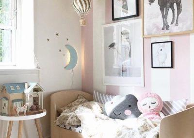 Månelampe på flot pigeværelse