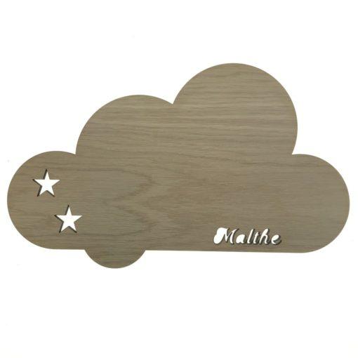Væg natlampe til børneværelset formet som en sky med navn og stjerne skåret ud - egetræsfiner