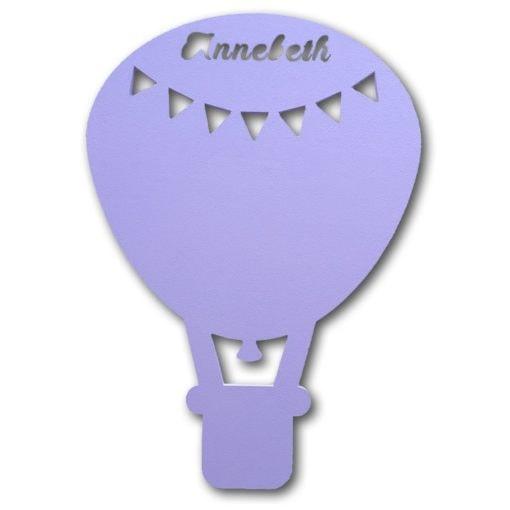 luftballon lampe med flag og navn i lyselilla