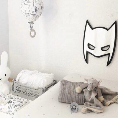 Spejl skåret som en maske - sat op ved puslepladsen