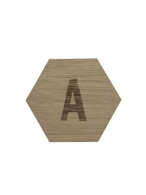 6 kantet design plade med A graveret