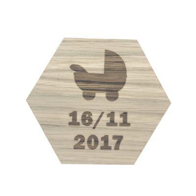 Design plade med barnevogn og dato