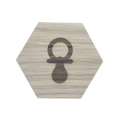 Design plade med sut graveret