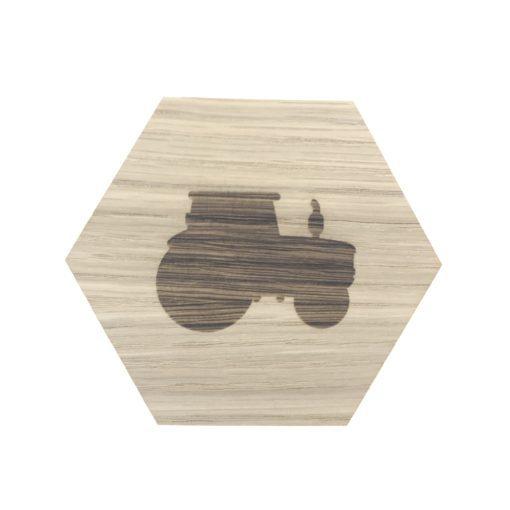 Design plade med traktor graveret
