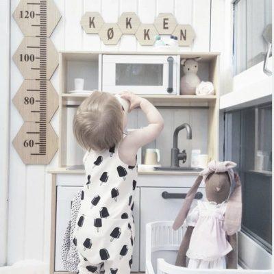 Børneværelset med højdemåler