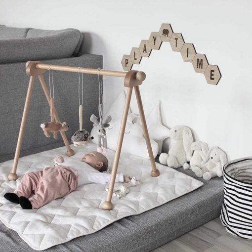 Indretning med bogstaver på babyværelset