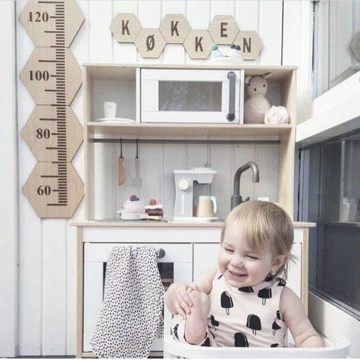 Køkken på design plader i legeområde på børneværelse