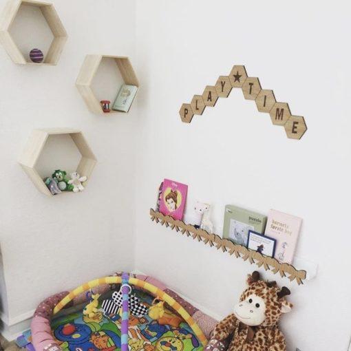 børneværelse indrettet med design plader