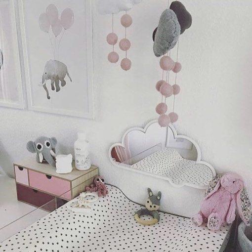 pigeværelse med sky spejl ved pusleplads