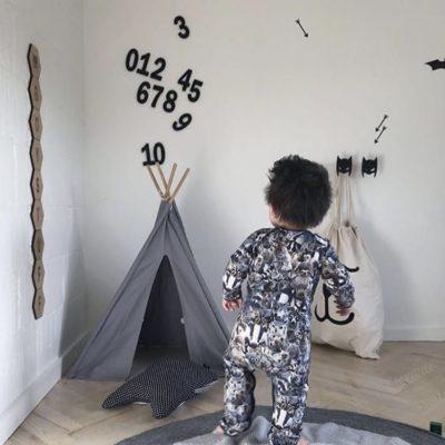 tal på væg i sort