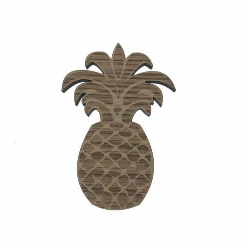 Flot graveret ananas som vægdekoration