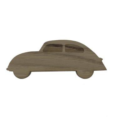 børneknag i træ formet som en bil