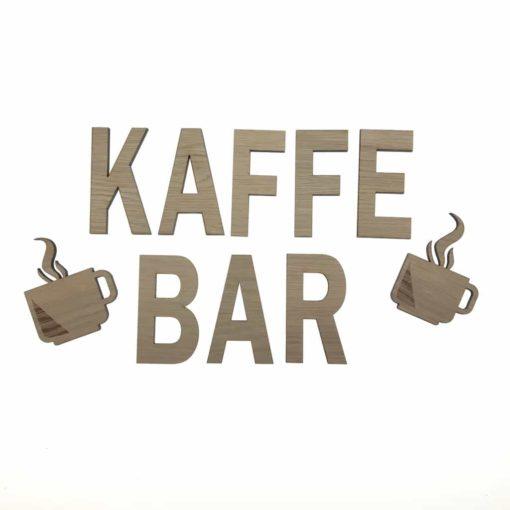 Teksten kaffebar med 2 kantet kaffekopper på væggen ved køkken