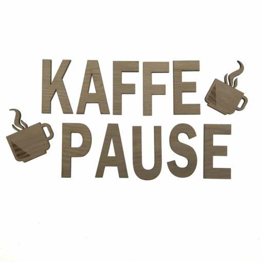 Teksten kaffe pause på væggen som pynt med 2 kantet kaffekopper.
