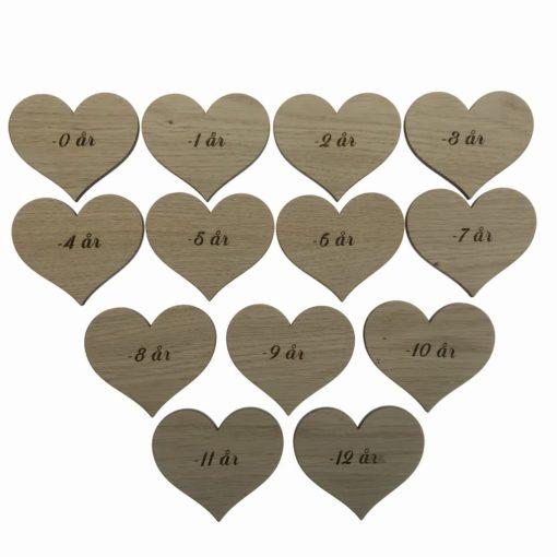 13 stk hjerter - fra 0 - 12 år som målestok i træ