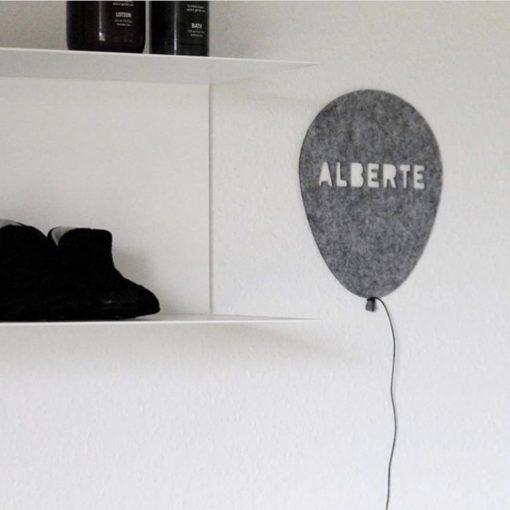 Alberte i grå filt ballon
