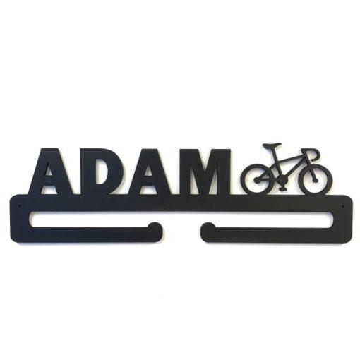 Racer cykel figur samt navn på medalje holder i sort
