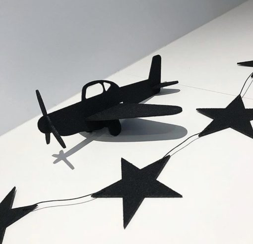 baby ranke med stjerne og fly i sort filt