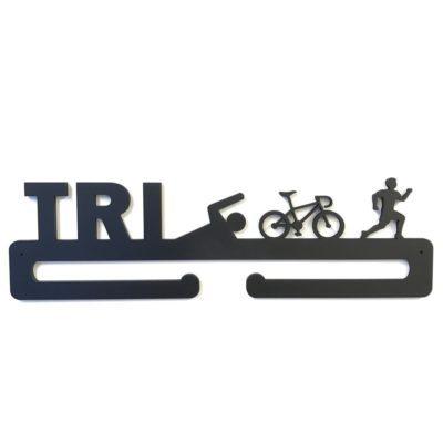 Triatlon medalje holder med TRI samt 3 figurer på i sort