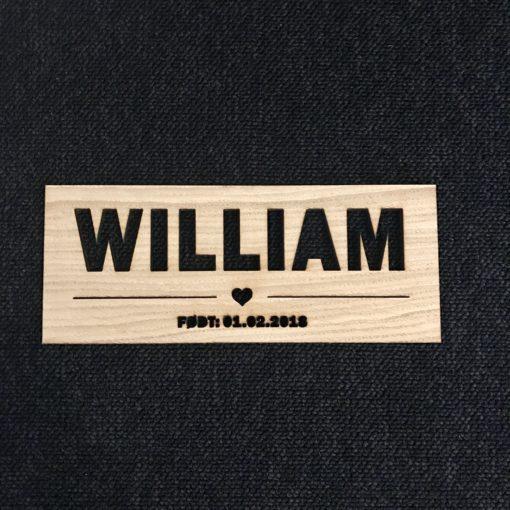Navneskilt med navn og dato til dit barns værelse