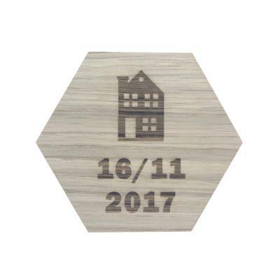 Desig plade med hus og dato 16/10-17