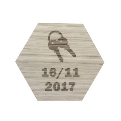 Design plade med nøgler og dato