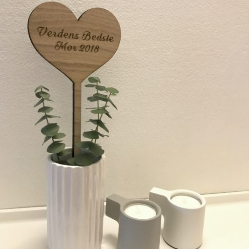Hjerte til vase eller blomst i egetræ