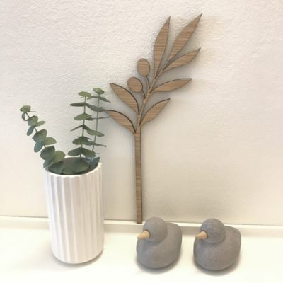 smuk olivengren på væg til pynt