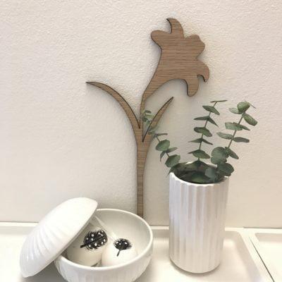 Påskelilje på væg til pynt
