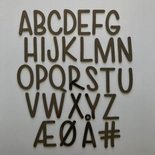 Smukt børne alfabet i sort akryl