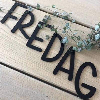 Akryl bogstaver til børneværelset - fredag