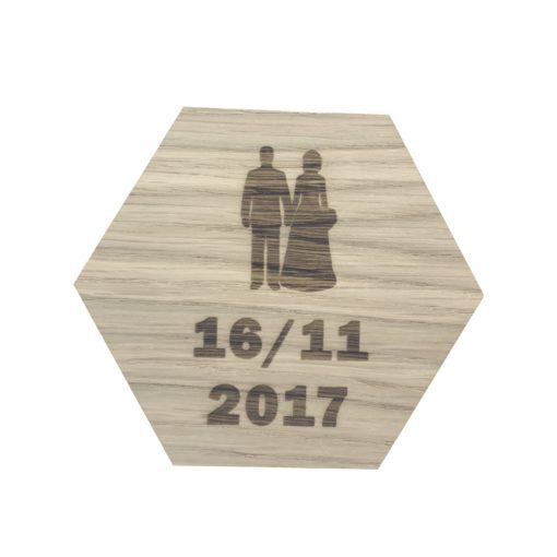Brudepar og dato på design plade
