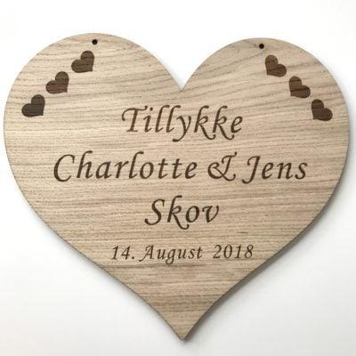 bryllupsskilt til æresport i egetræ, lavet med din tekst