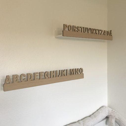 Hyldefront med alfabet