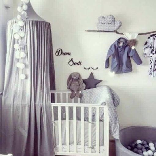 Lilla baby værelse med drøm sødt og vipper