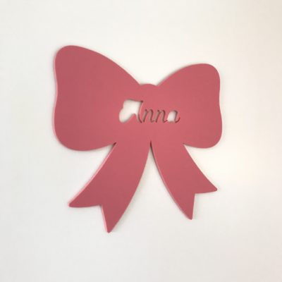 Sløjfe navneskilt til pigeværelset i mat lyserød akryl