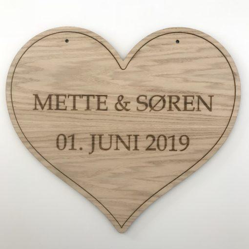 Moderne bryllupsskilt med 2 linjer graveret tekst