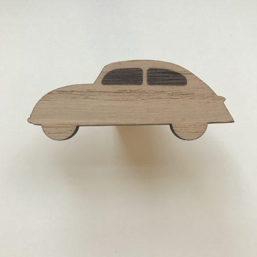 Bil greb i egetræsfiner