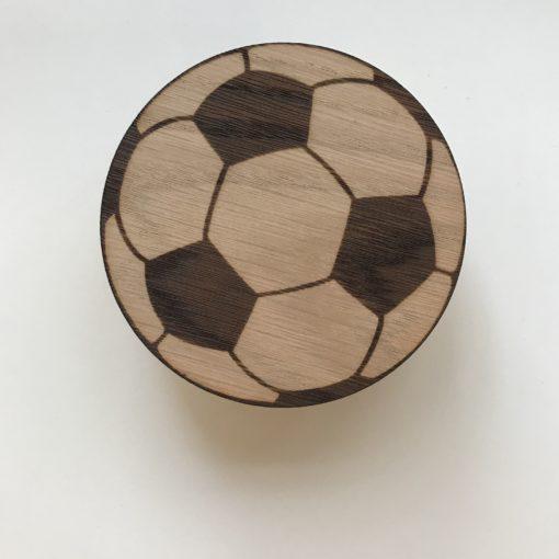 Fodbold greb i egetræsfiner