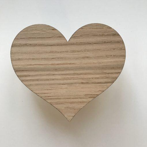Hjerte greb i egetræsfiner til reol eller skuffe