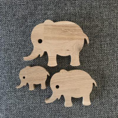 Elefant familie - 3 stk. elefanter skåret i egetræ