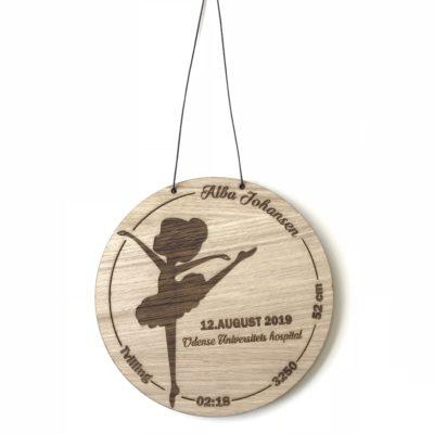 baby fødselstavle med ballerina i træ