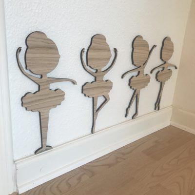 30 cm høje ballerinaer i egetræsfiner på væg