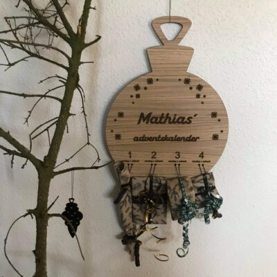 julekugleformet adventskalender - egetræsfiner