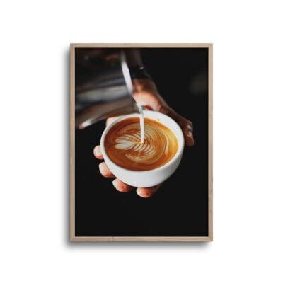 plakat af kaffe der bliver hældt op i en kop